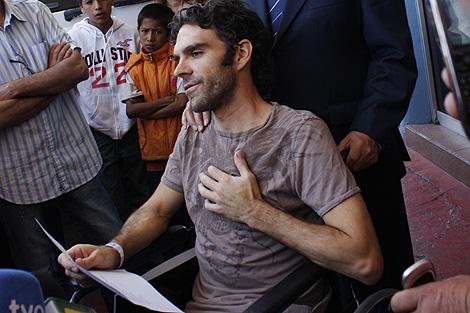 José Tomás, a su salida del hospital de Aguascalientes el 1 de mayo. | AP