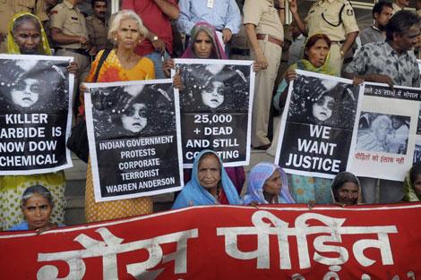 Supervivientes de la tragedia de Bhopal reclaman justicia. | Ap