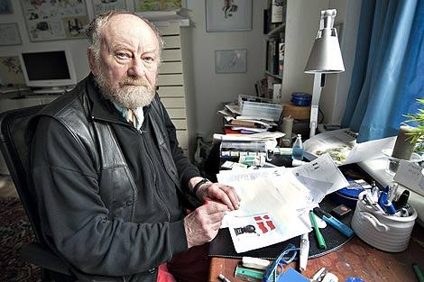 Kurt Westergaard, dibujando su última viñeta en el 'Jyllands-Posten'. (Foto: Afp)
