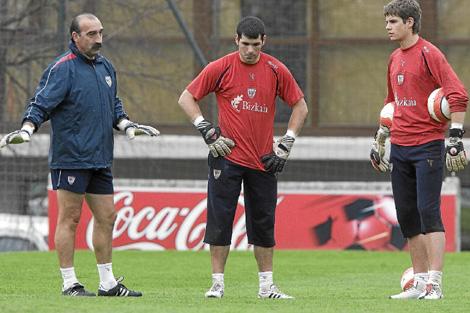 Raúl Fernández, a la derecha, junto a Herrerin y Meléndez. | Mitxi