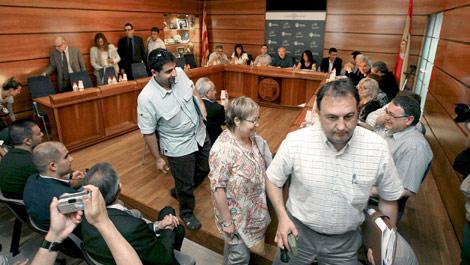 Los concejales del PSC abandonan el pleno. | fe
