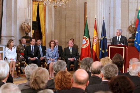 Los Reyes y los Príncipes escuchan la intervención de González en el Palacio Real. | Efe