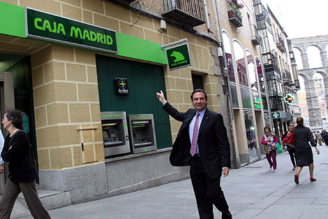 El alcalde, Pedro Arahuetes, antes de entrar en el Consejo. | Rosa Blanco