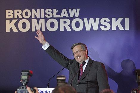 Komorowski celebra los primeros resultados. | Efe