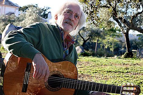 Manolo Sanlúcar, fotografiado en 2008 en su finca de El Pedroso (Sevilla). | F. Ruso