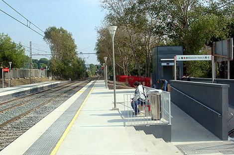 Imagen de la estación de Castelldefels y del paso subterráneo.