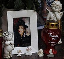 Altar en memoria del artista. | AP