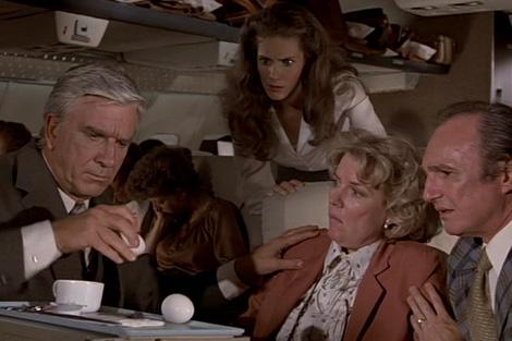 Fotograma de la película 'Aterriza como puedas'.