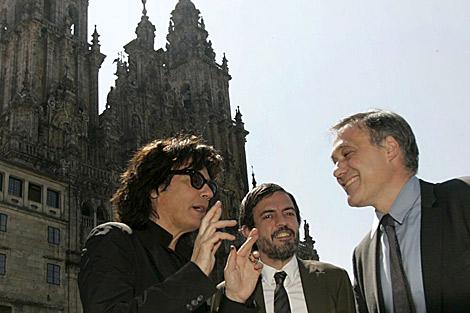 Jean Michel Jarre (i), junto al conselleiro Roberto Varela. | Efe.