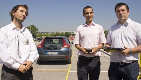 Investigadores del proyecto junto al XALOC.