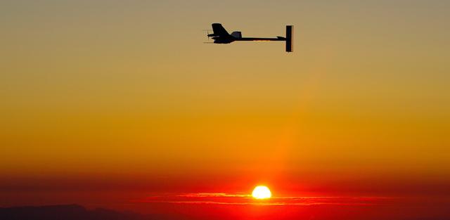 El Solar Impulse, durante su vuelo.   AP