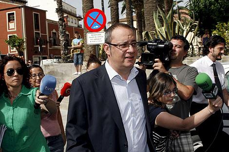 El concejal Manuel Abadía, el tercero en llegar al juzgado, también imputado. | Efe