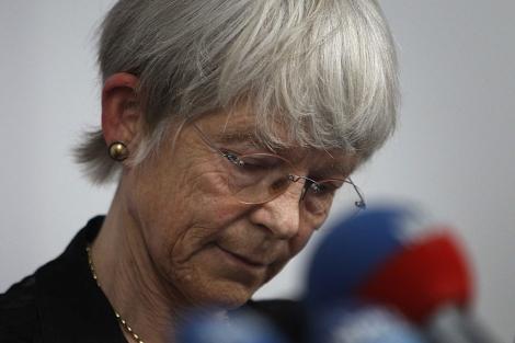 La obispo Maria Jepsen, durante su comparecencia ante los medios.   Reuters