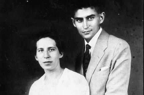 Franz Kafka, con su novia Felice. | Redacke