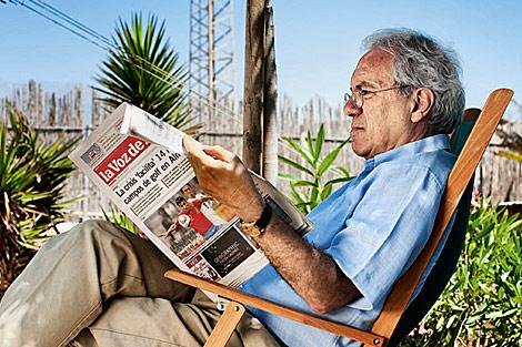 José Barrionuevo en su casa de Balanegra, Almería.   Vanity Fair