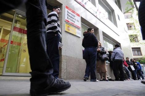 La crisis económica parece haber minado la felicidad de los españoles. | Bernardo Díaz