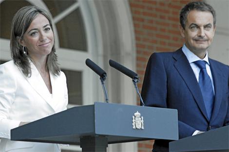 La ex ministra de Vivienda, Carme Chacón, y el presidente del Gobierno, Rodríguez Zapatero, el día en el que anunciaron la creación de la Renta Básica de Emancipación.   Carlos Barajas