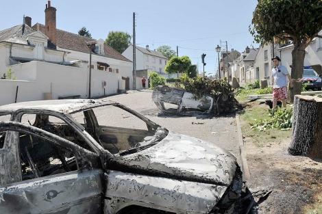 Restos de los disturbios del fin de semana en Saint Aignan. | Afp