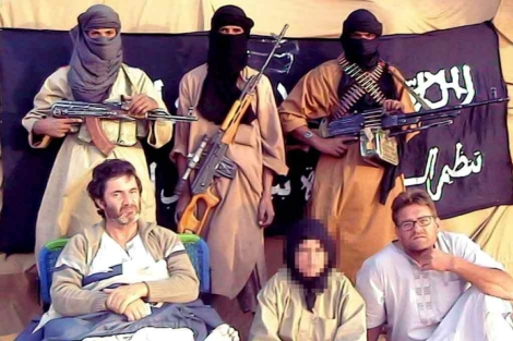 Albert y Roque en una imagen difundida por sus secuestradores.