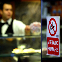 Cartel en un bar italiano. | Reuters