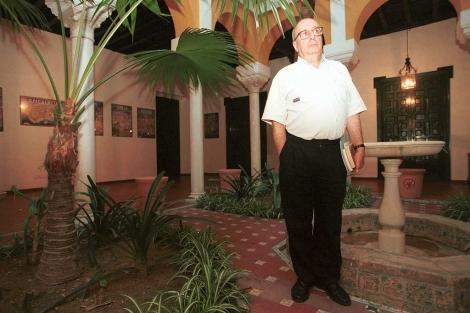 El sacerdote, escritor e historiador Enrique Iniesta, antes de pronunciar una conferencia. | El Mundo
