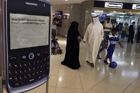 Anuncio de BlackBerry en un centro comercial de Dubai. | Reuters