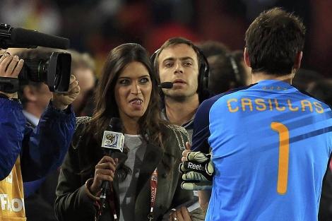 Sara Carbonero, durante la retransmisión del Mundial. | M. Del Pozo
