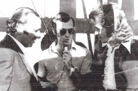 Camarón, a la derecha, entrevista el día que toreó.   ELMUNDO.es