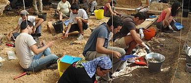Excavaciones en la Cueva de las Teixoneres, en Moiá.  IPHES