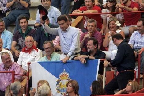 Rajoy, Feijóo y Louzán, en la plaza pontevedresa. | Rosa González