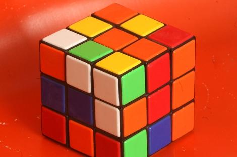Un cubo de Rubik.   Alberto Cuéllar.