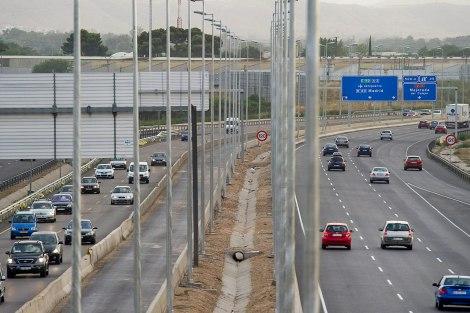 Una vista de la autopista A2, a la altura de Alcalá de Henares. | Gonzalo Arroyo