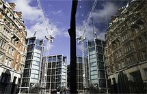 El edificio en obras, al fondo. | Onehydepark.com