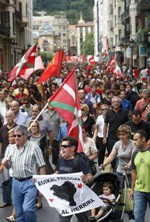 Manifestantes en San Sebastián. | Efe