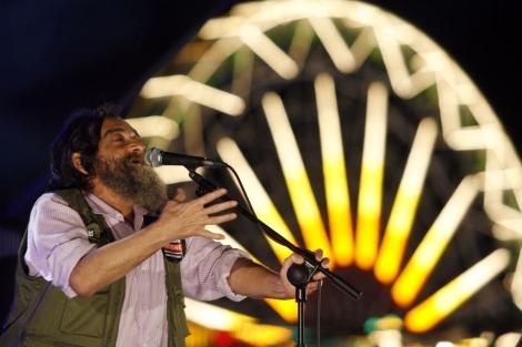 Rockberto en un momento de su actuación.   Carlos Díaz