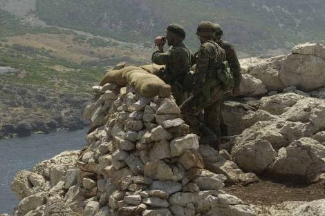 Soldados españoles en el islote de Perejil cierra el conflicto del islote. | El Mundo