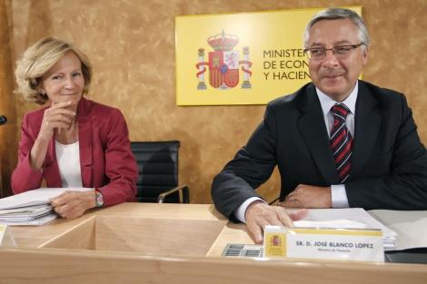 Elena Salgado y José Blanco tras la petición del resto de parlamentarios. | Bernardo Rodríguez