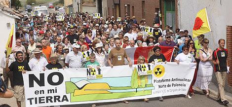 Otros manifestantes con una pancarta en contra de la instalación. | Brágimo