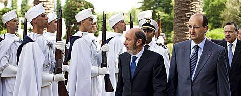 El ministro español, durante el recibimiento oficial.   Efe
