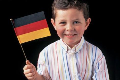 NIño alemán muestra orgulloso la bandera de su país. | Getty Images