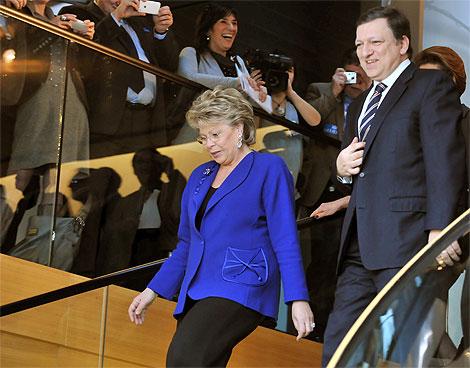 La comisaria Viviane Reding y el presidente Barroso, en Estrasburgo. | Georges Gobet.