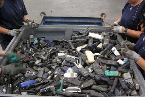 Planta de reciclaje de teléfonos móviles. | Gustavo Catalán