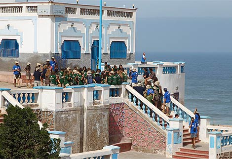Los expediconarios, en el recorrido por Sidi-Ifni. (Cuesta)