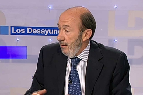 Alfredo Pérez Rubalcaba durante la entrevista en TVE.