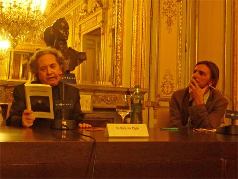 Ricardo Piglia, junto a Ignacio Echevarría en la Casa de América. | C.A.