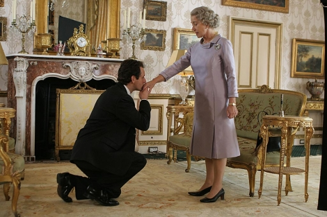 Michael Sheen y Helen Mirren, en la escena de marras de 'The Queen'.