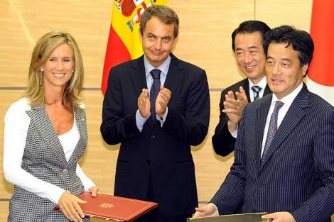 Garmendia, Zapatero y el primer ministro japonés Naoto Kan, hace unos días en Tokio. | AFP