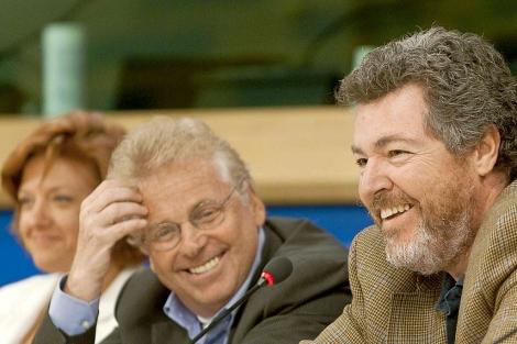 López Uralde junto a Daniel Cohn-Bendit y Monica Frassoni en Bruselas. | Efe