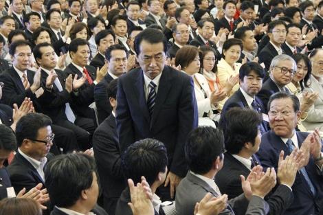 Kan (centro), al ser reelegido. | Reuters