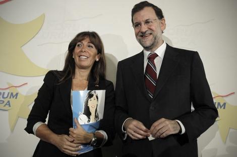 Mariano Rajoy junto a Alicia Camacho en el foro Nueva Economía. | A. di Lolli
